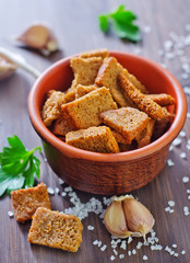 croutons with salt and garlic