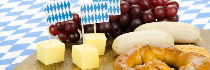 weißwurst, brezn und käsehappen