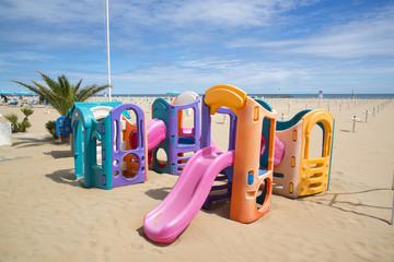 Детская площадка на пляже в Римини.