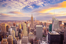 Fototapete - Sunset view of New York City looking over midtown Manhattan