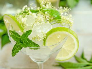 """Erfrischender Sommer-Cocktail """"Hugo"""" :)"""