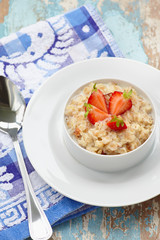 Outmeal porridge with strawberry b