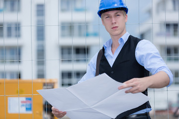 Architekt mit Bauplan