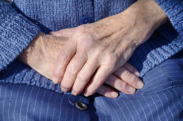 Wrinkled hands of an old woman    aging process