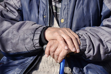 Wrinkled hands of an old men     aging process