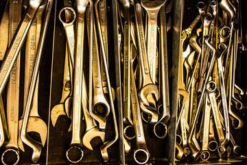 goldene Schraubenschlüssel