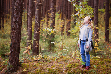 smile girl in autumn forest