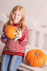 smile girl with pumpkin