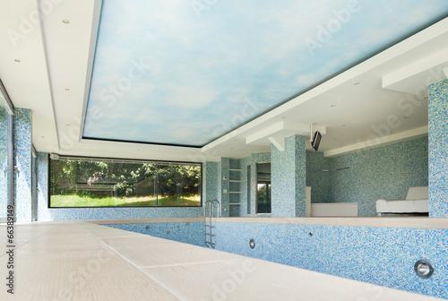 Empty pool - 66389149
