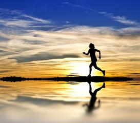 corriendo por la orilla del lago