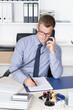 canvas print picture - Mann telefoniert und macht dabei Notizen