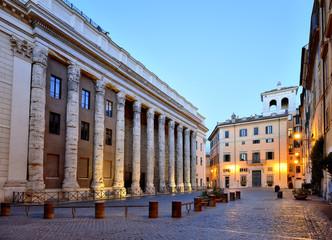 Piazza di Pietra, Tempio di Adriano, Roma