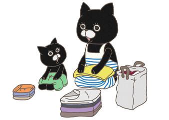 洗濯物を畳む猫の親子