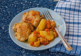 Chicken with apples, potatoes and carrots in Armenian