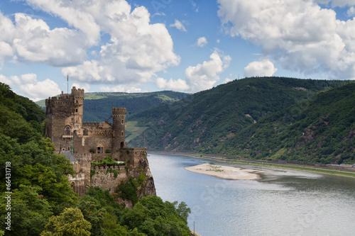obraz PCV Zamek Rheinstein widokiem na dolinę Renu