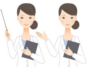 指示棒を持つ白衣の女性