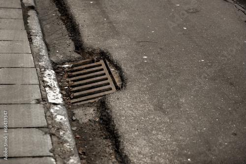 Sewage hole on the road - 66439347