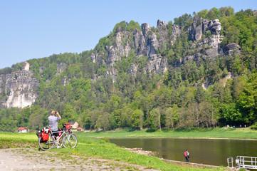 Radfahrer im Elbsandsteingebirge