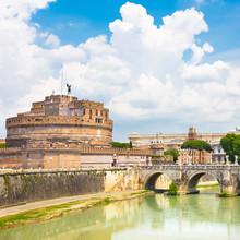 Château de Sant Angelo et pont à Rome, Italie.