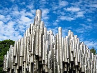 Памятник из труб