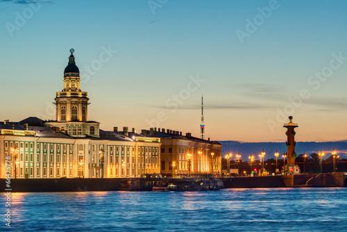 Night view of the Neva embankment in St. Petersburg - 66475778