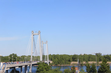 Пешеходный вантовый мост через Енисей на остров Татышева.