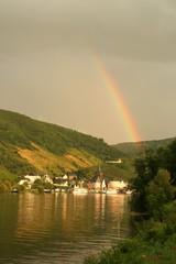 Regenbogen über der Mosel