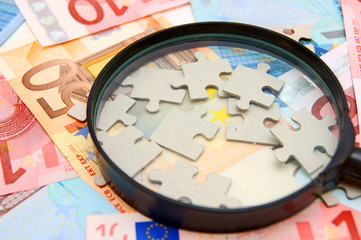 Magnifier and puzzle for euro banknotes.