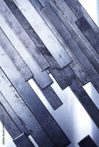 stos-metalowych-paskow