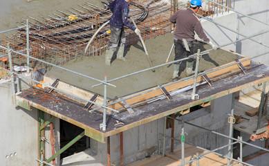 Vibrateur à béton sur un chantier de construction