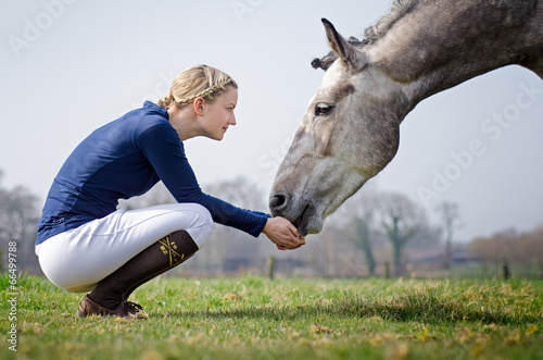 Leinwandbild Motiv Reiterin mit Pferd