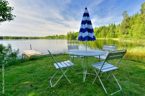 Staande foto Scandinavië Swedish rest place near the lake