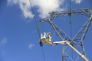 Maintenance du réseau électrique THT (très haute tension)