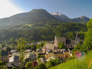 Luftaufnahme von Berchtesgaden am Morgen