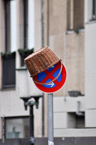Alles unter dem Hut. Parken und Halten Verboten