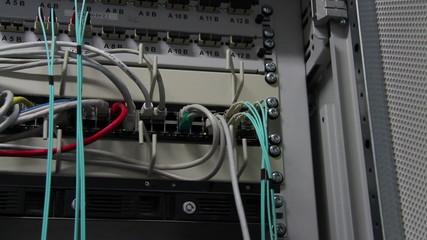 Kabelanschluesse an einem Server
