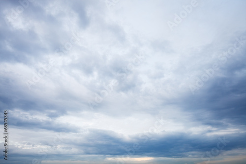 Plexiglas Zonsondergang grey blue clouds in evening sky