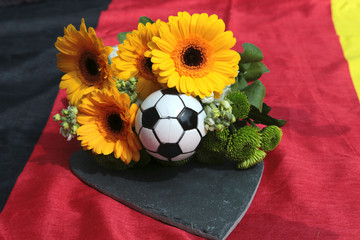 Blumen auf Deutschlandfahne