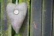 Braunes Herz mit Knopf