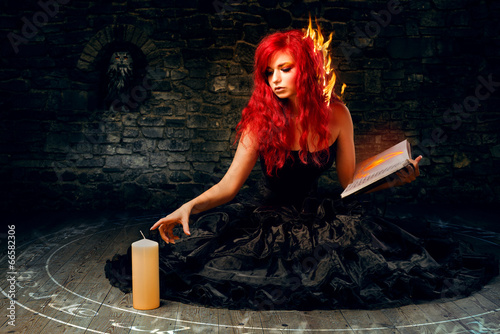 Poster Sorceress trying to create fire