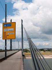 kniebrücke in düsseldorf