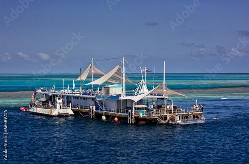 Plexiglas Duiken Reefworld pontoon on the Great Barrier Reef