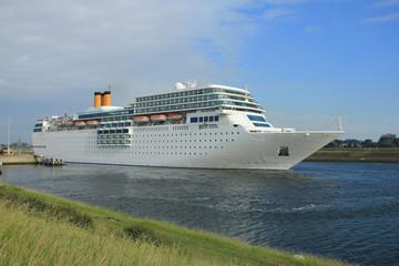 Cruise Ship leaving dock