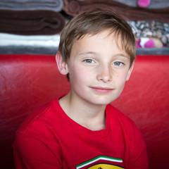 Tendre sourire (garçon 9-10 ans)