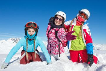 Joie enfants dans la neige