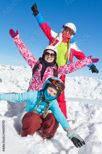 Fotobehang Wintersporten ski vacances famille