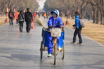 balayeur en tricycle