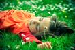 canvas print picture - enfant dans l'herbe