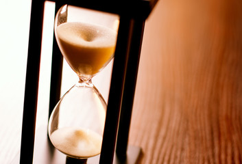 Hourglass or egg timer with running sand