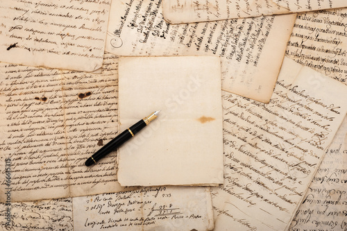 Letters and fountain pen - 66615315